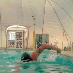 Do you think about how to structure your swim workout? Plan in advance in line with your training goals, your weaknesses and your stage of training Open Water Swimming, Swimming Tips, Man Swimming, Swimming Workouts, Spin Bike Workouts, Fit Board Workouts, Swim Training, Triathlon Training, Swimming For Beginners