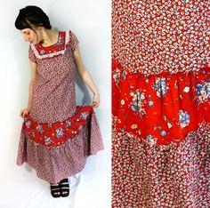 Frida Kahlo esque vintage red and floral folk dress with full skirt // Kaleidoscope Cult Vintage Lace Ruffle, Ruffles, Vintage Outfits, Folk, Floral Prints, Short Sleeves, Summer Dresses, Skirts, Red