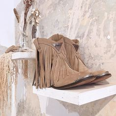 "344d6b4a1 Layer Boots on Instagram  ""🐚· WILD WEST BOOTS SAND ·🐚 Las botas"