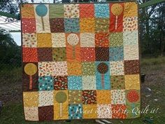 She calls it a lollipop quilt. I'd call it a tree quilt. Quilting Tutorials, Quilting Projects, Sewing Projects, Easy Projects, Picnic Quilt, Patchwork Tutorial, Tree Quilt, Charm Pack, Quilt Patterns Free