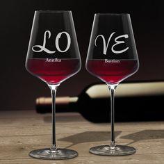 Mit einem besonderen Menschen Wein trinken - das gehört zu den angenehmsten Seiten des Lebens. Unser Weinglas mit Gravur - Love - Personalisiert - 2er Set ist das perfekte Set Rotweingläser für den Genuss zu zweit.