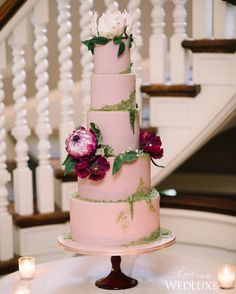 We're swooning over this dusty pink garden-inspired cake from @nadiaandco! See more on WedLuxe.com (: @taramcmullenphoto, planner: @shealynangus, decor & floral: @jackieo.floralaffairs, venue: @estatesofsunnybrook, cake: @nadiaandco)