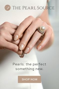 Timeless and Elegant - the perfect ring for the perfect bride art diy gemakkelijk Cute Jewelry, Pearl Jewelry, Pearl Rings, Gold Jewelry, Jewellery, Earrings Artificial, Perfect Bride, Wedding Rings, Wedding Unique
