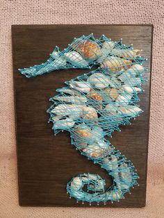 Seahorse w/ seashells string art String Wall Art, Nail String Art, String Crafts, Disney String Art, Anchor String Art, String Art Templates, String Art Patterns, Art Projects For Adults, Thread Art