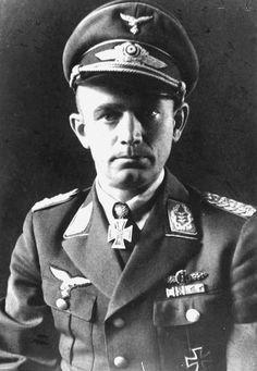 Major Walter Hagen. Kdr. III./Stuka-Geschw. 1. RK. 21.7.1940. EL (77) 17.2.1942.