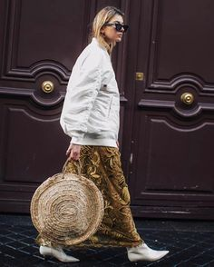 Street style at Paris Fashion Week Fall/Winter Style Désinvolte Chic, Gypsy Style, Style Me, Fashion Week, Paris Fashion, Winter Fashion, Fashion Trends, Look Street Style, Street Style Looks