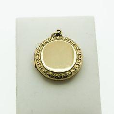 Decorate un medaglione circolare laminato oro con A bordo
