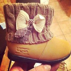 Ok, I hate almost all UGGs. But these baby Uggs are adorable! Baby Outfits, Outfits Niños, Kids Outfits, My Little Girl, My Baby Girl, Little Princess, Baby Girls, Baby Girl Fashion, Kids Fashion