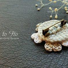 Clay Flowers, Crochet Flowers, Diy Crochet Gifts, Crochet Jewellery, Crochet Accessories, Different Fabrics, Embellishments, Knit Crochet, Crochet Patterns