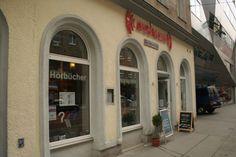 Das AUDIAMO ist Österreichs erste Hörbuchhandlung. Eröffnet 2007 bietet das AUDIAMO derzeit eine Auswahl von über 6.000 Hörbücher und Hörspiele und ein Hörbuch-Cafe zum Probehören. Kaiserstraße 70, 1070 Wien.  #im7ten Shops, Kaiser, Communities Unit, Searching, Amazing, Tents, Retail, Retail Stores