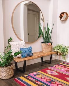 What You Can Do About Entryway Decor Small Apartment Therapy Starting In The. - For the Home - Apartment Decor Decoration Hall, Decoration Entree, Apartment Entrance, Small Apartment Entryway, Retro Apartment, Apartment Design, Apartment Living, Modern Entryway, Entryway Ideas