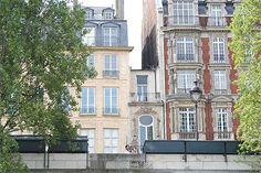 La plus petite maison de Paris (The smallest house in Paris)