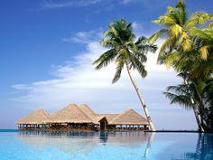 10 самых красивых островов мира                   Малдивы в Индийском океане.