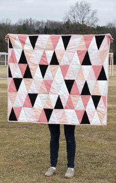 see kate sew: modern ombre + b/w triangle quilt tutorial + pattern