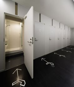 """Photos of Japanese """"capsule"""" hotel - Nine Hours (Kyoto and Narita airports) Hotel Room Design, Room Interior Design, Gym Showers, Toilette Design, Capsule Hotel, Restroom Design, Japan Design, Dormitory, Loft"""