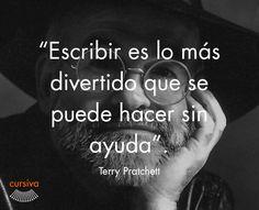 """""""Escribir es lo más divertido que se puede hacer sin ayuda"""" Terry Pratchet #cita #quote #escritura #literatura #libros #books #TerryPratchet"""