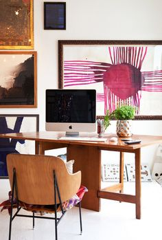 Source: Laure JolietforZoe Bios Creative I love that pink piece on the wall. Its a simple space which feel busier than it is due to all the art work. I like it :)