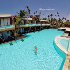 """""""No clima do finde : uma piscina (gigante!) só pra mim! . Essenza Hotel em Jeri é um dos posts mais lidos do blog! ➡️www.loucosporviagem.com"""""""