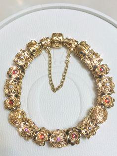 Pandora Bracelets, Pandora Jewelry, Pandora Charms, Pandora Story, Pandora Gold, Craft Storage, Display Ideas, Persona, Jewerly