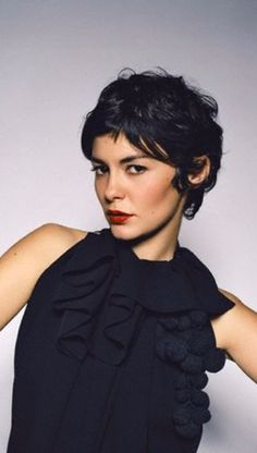 Most viewed - 023 - Audrey Tautou Gallery Pixie Hairstyles, Pixie Haircut, Pretty Hairstyles, Short Curly Hair, Short Hair Cuts, Curly Hair Styles, Pixie Cuts, Good Hair Day, Great Hair