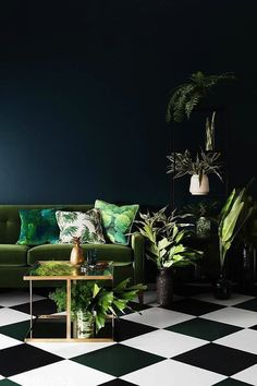 5 dreamy rooms with dark walls! Want that moody and dramatic home? Go for dark walls! Here are some of the best rooms with dark walls! Ideas Actuales, Decor Ideas, Room Ideas, Bar Ideas, Art Decor, Interior Design Minimalist, Green Interior Design, Interior Plants, Gold Interior