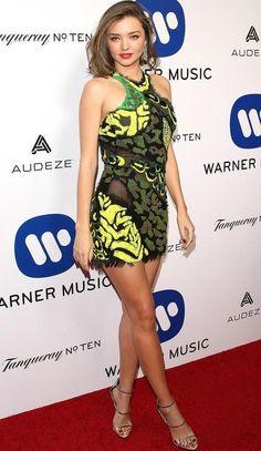 Yay or Nay ? Miranda Kerr in a green yellow Versace minidress Fashion Idol, Love Fashion, Fashion Models, Fashion Looks, Female Fashion, Celebrity Red Carpet, Celebrity Style, 15 Dresses, Nice Dresses
