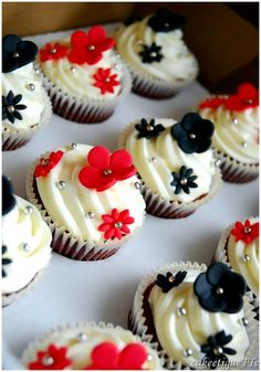 well aren't these the cutest cupcakes Ive seen!