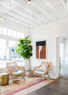 Inside a Skincare Studio in L. That Exudes California-Cool Vibes - Heyday Los Angeles studio waiting room Lobby Interior, Home Interior, Modern Interior Design, Home Design, Salon Design, Design Design, Interior Design Studio, Estilo California, California Cool