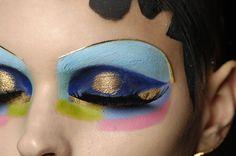 Gold Make-up.