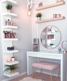 Perfte on Gorgeous pink and rose gold vanity inspiration for your Perfete home via ddelasoul. Cute Room Decor, Teen Room Decor, Target Room Decor, Gold Bedroom, Modern Bedroom, Bedroom Ideas Rose Gold, Rose Gold Room Decor, Gold Home Decor, Bedroom Desk