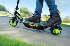 The Razor Power Core is a great way to power up your ride. With so many electric scooters on the market, it's helpful to take a look at some of the features that make this scooter special. This Scooter is a standout, even by Razor's standards. Electric Scooter For Kids, Kids Scooter, Electric Motor, Scooter Design, Magnetic Motor, Ride On Toys, In Case Of Emergency, Front Brakes, Cool Kids