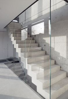 Galerie_SAAGE Glaswand Geländer Betontreppe The Effective Pictures We Offer You About building Stairs A quality picture can tell you many things. Wall Railing, Staircase Railings, Glass Railing, Staircase Design, Stairways, Spiral Staircase, Concrete Staircase, Concrete Houses, Concrete Wall