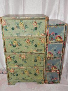 Cassettiere e comodini in decoupage realizzati con carta tessuto o pittura