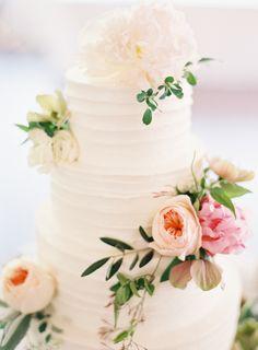 Hello cake: http://www.stylemepretty.com/2015/08/07/romantic-elegant-outdoor-garden-wedding/ | Photography: Lauren Gabrielle - http://laurengabrielle.com/