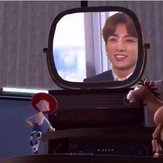 Bts Funny Videos, Funny Video Memes, Taehyung, Bts Jungkook, Kpop Gifs, Bts Korea, K Pop, Ironic Memes, Bts Reactions