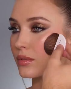 I love this makeup look ♥ 33 In theory, all-natural make-up needs to be oh-so Simple Makeup Looks, Simple Eye Makeup, Natural Makeup, How To Wear Makeup, How To Apply Makeup, Applying Makeup, Contour Makeup, Face Makeup, Bronzer Makeup