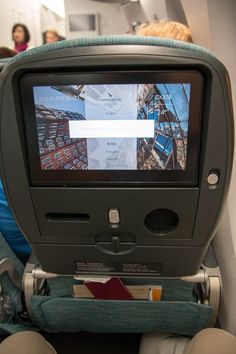 Inflight Entertainment Cathay Pacific Economy Class Airbus A350. #cathaypacific #economyclass #review #airbus #airbusa350 #travel #travelling #review #reiseblogger #hongkong #airplane