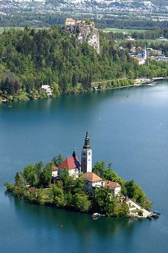 Descriptions and photos of Bled sights like lake Bled, Church of the Assumption, Vintgar Gorge, hiking trails and more