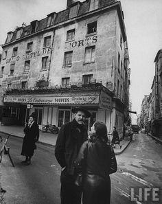 Place de la Contrescarpe 1961, (Photo: Loomis Dean)