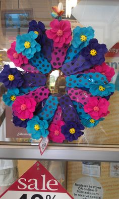 Flip flop wreath! This would be so cute at a beach house, or on a patio door by the pool!