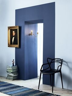 How fab is this use of paint to add some oomph to what otherwisemightbe a rather detail-less wall? It's a great example of how sometimes the most simple ideas pack the biggest punch. Have any of you done something cool/beautiful with paint in your or a client's home? If so, click the image and mail D your pics! photo viaFrench By Design