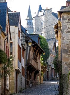 Dinan, Côtes d'Armor, Bretagne, France, 2010 | Middle age street of Dinan