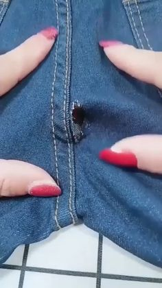 Sewing Hacks, Sewing Tutorials, Sewing Ideas, Couture Main, Diy Fashion Hacks, Costura Fashion, Hand Embroidery Videos, Diy Clothes Videos, Sewing Stitches