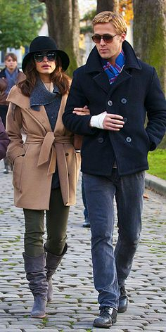 Ryan Gosling and Eva Mendes spend quality time together at the Pere Lachaise Cemetery in Paris Stylish Couple, Stylish Men, Eva Mendes And Ryan, Modern Mens Fashion, Men's Fashion, Work Fashion, Fashion 2020, Street Fashion, Hot Couples