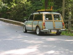 it's a shame these are so expensive now - Mini Countryman Woodie Wagon Mini Countryman, Mini Clubman, Classic Mini, Classic Cars, Moto Vespa, Austin Cars, Woody Wagon, Car Trailer, Surfer Style
