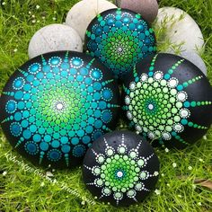 Your place to buy and sell all things handmade Rock Painting Patterns, Dot Art Painting, Rock Painting Designs, Mandala Painting, Pebble Painting, Pebble Art, Stone Painting, Mandala Painted Rocks, Painted Rocks Craft