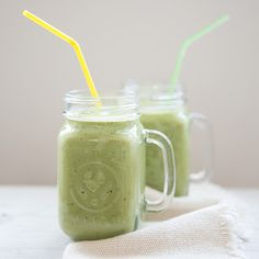 Happy Green Smoothie a handful of spinach (kale, or any dark leafy green will work)  1 avocado  1 ripe banana  1 apple  1 tablespoon of flax or hemp or chia seeds  a couple of leaves of cilantro / parsley (optional)  1 + cups of water