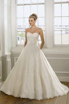 2012 Collection Hot Selling Wedding Dresses A Line Sweetheart Court Train