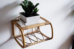 Kirppisrakkautta Pantone, Flower Pots, Table, Furniture, Vintage, Home Decor, Flower Vases, Plant Pots, Decoration Home