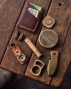 Every Day Carry, Handmade Leather Accessories Sewing Leather, Leather Craft, Best Pocket Knife, Pocket Knives, Stash Containers, Edc Wallet, Everyday Carry Gear, Edc Gear, Leather Accessories